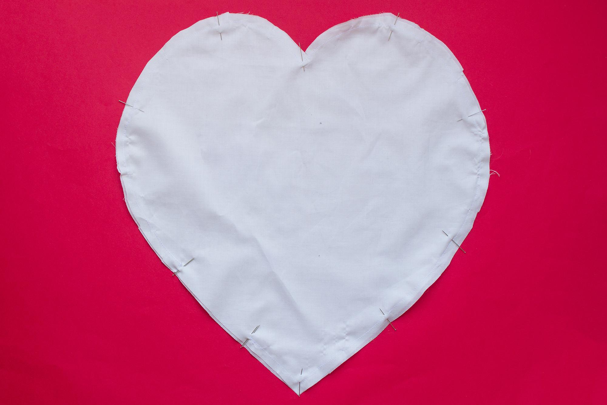 assemblez coussin forme de coeur DIY