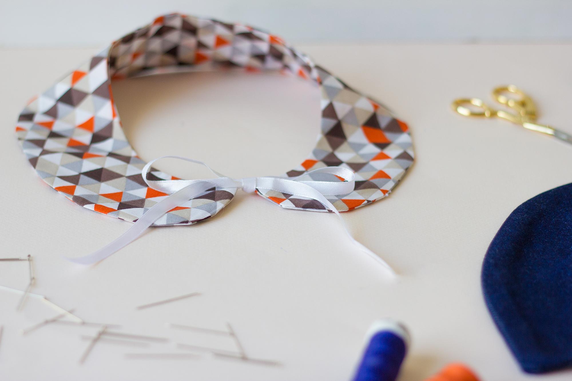 Apprendre à coudre un col amovible durant un atelier couture