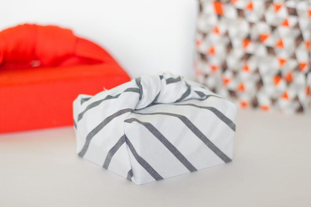 Art du furoshiki japonais emballer avec du tissu