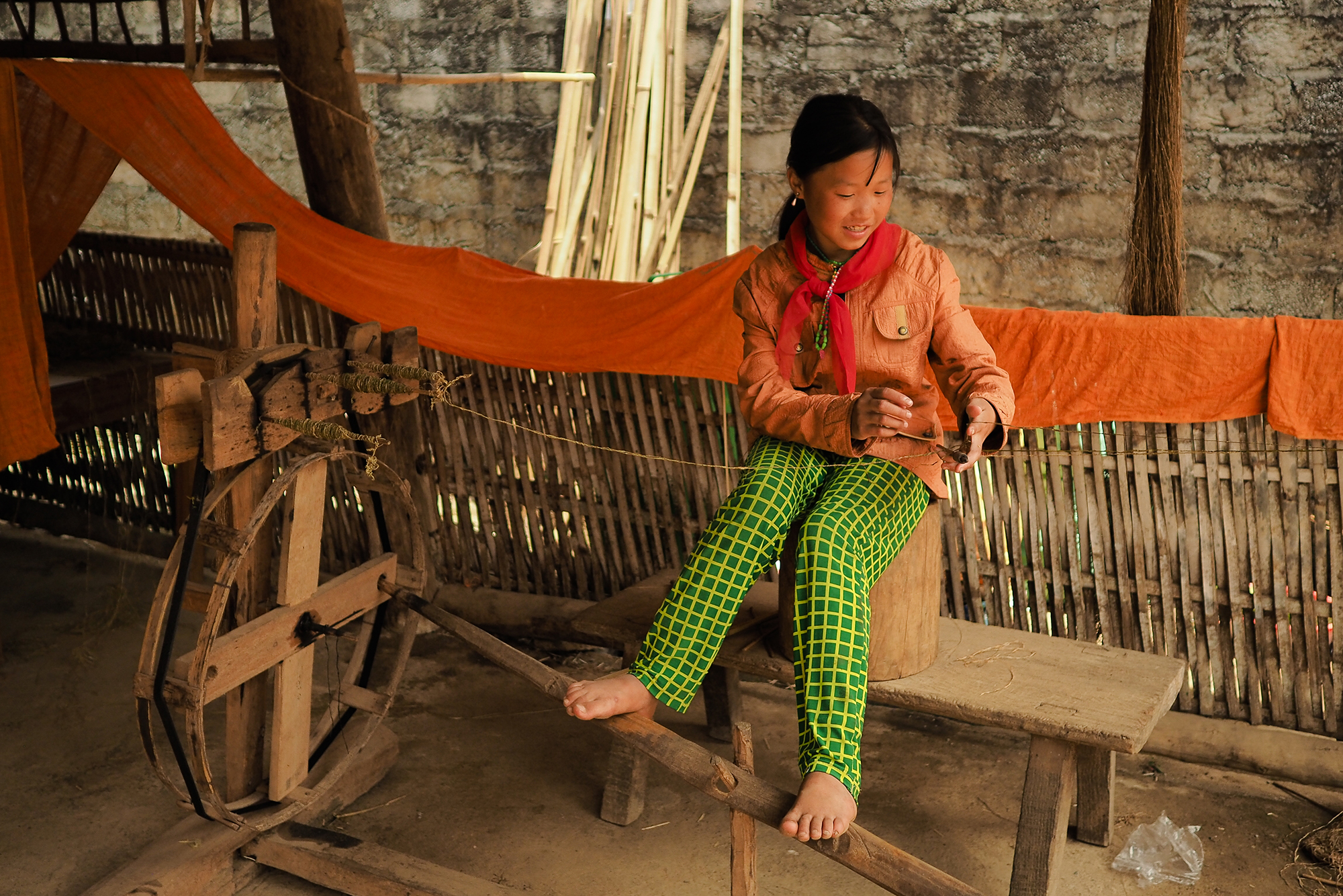 Démonstration de filage du lin au vietnam