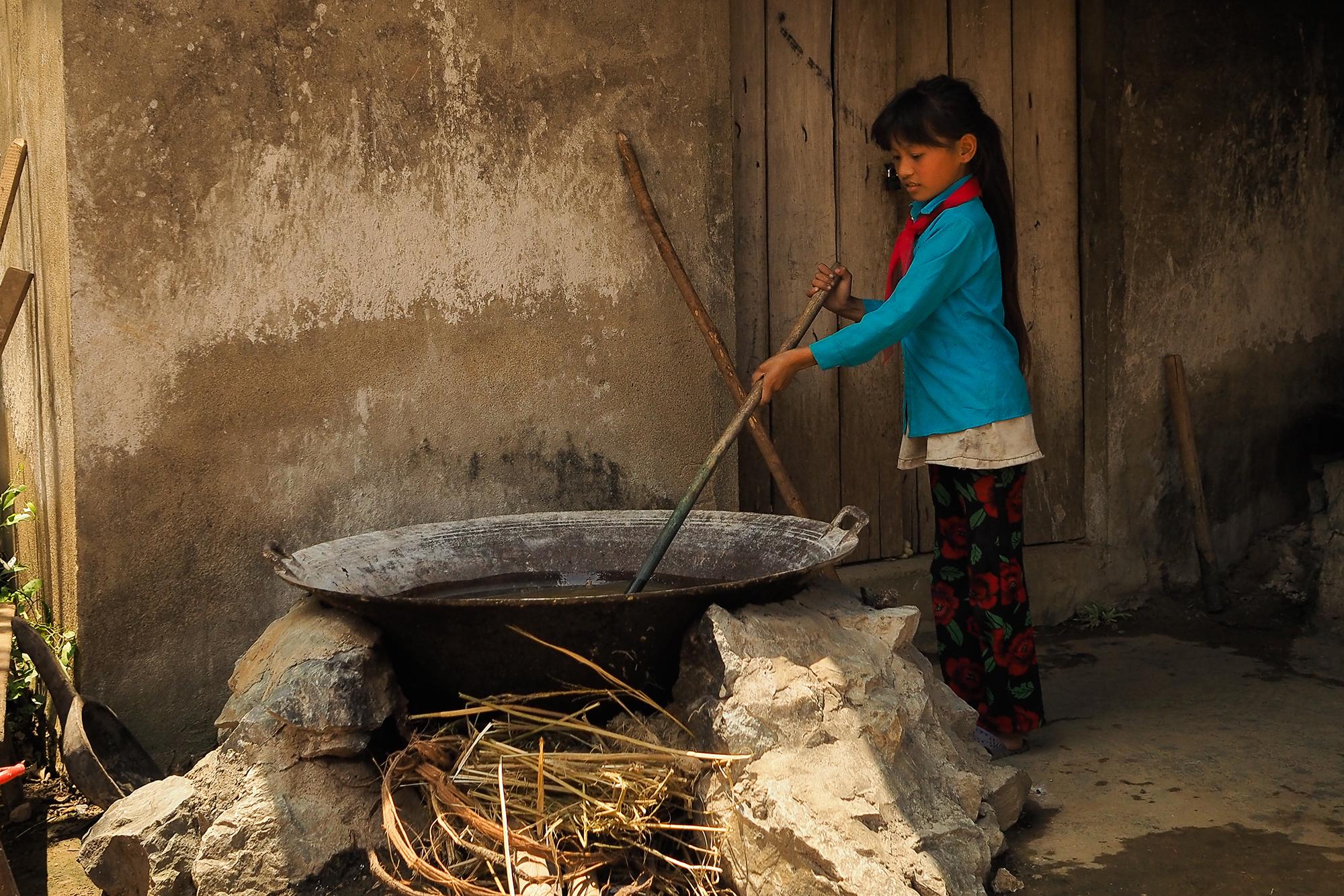 Teinture de la fibre de lin au vietnam