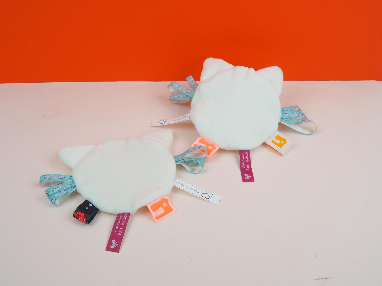 Tuto couture débutant : coudre un doudou étiquette chat